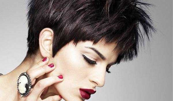 Short-Hairstyles-for-Thick-Hair3